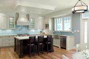 Фото 13 Стеклянная плитка для кухни и ванной: как придать интерьеру легкости и невесомости