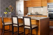 Фото 19 Стеклянная плитка для кухни и ванной: как придать интерьеру легкости и невесомости