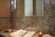 Фото 20 Стеклянная плитка для кухни и ванной: как придать интерьеру легкости и невесомости