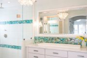 Фото 22 Стеклянная плитка для кухни и ванной: как придать интерьеру легкости и невесомости