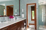 Фото 28 Стеклянная плитка для кухни и ванной: как придать интерьеру легкости и невесомости