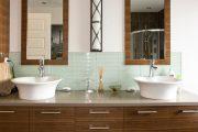 Фото 38 Стеклянная плитка для кухни и ванной: как придать интерьеру легкости и невесомости
