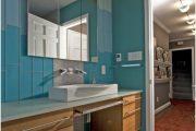 Фото 45 Стеклянная плитка для кухни и ванной: как придать интерьеру легкости и невесомости