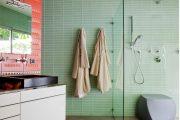 Фото 47 Стеклянная плитка для кухни и ванной: как придать интерьеру легкости и невесомости