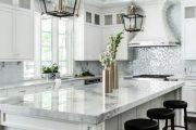 Фото 51 Стеклянная плитка для кухни и ванной: как придать интерьеру легкости и невесомости