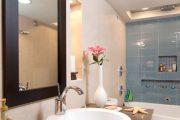 Фото 52 Стеклянная плитка для кухни и ванной: как придать интерьеру легкости и невесомости