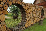 Фото 1 Поленница для дров: виды конструкций и 70 практичных вариантов для частного дома