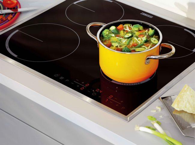 Если диаметр дна посуды менее 12 см - конфорка может не среагировать
