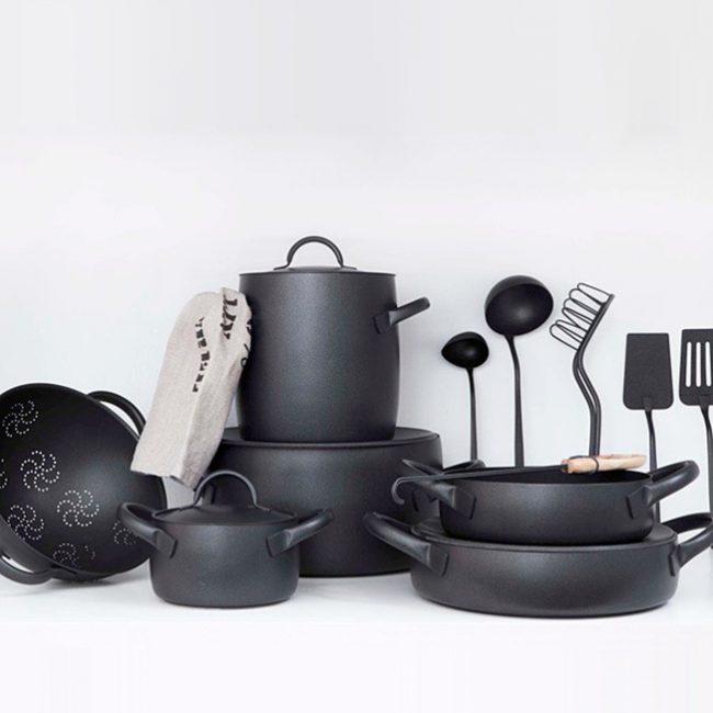 Чугунная посуда имеет многочисленные достоинства, благодаря которым её можно использовать на индукционных плитах