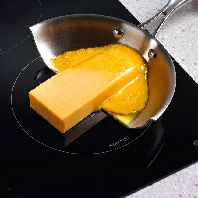 Наглядный пример работы индукционной плиты