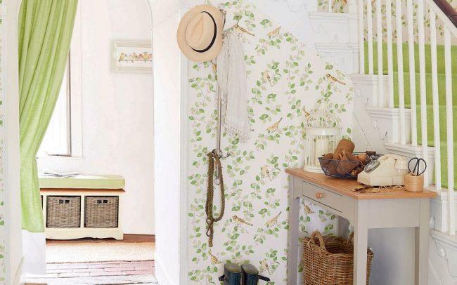 Прихожая в стиле прованс - это воплощение французского деревенского стиля