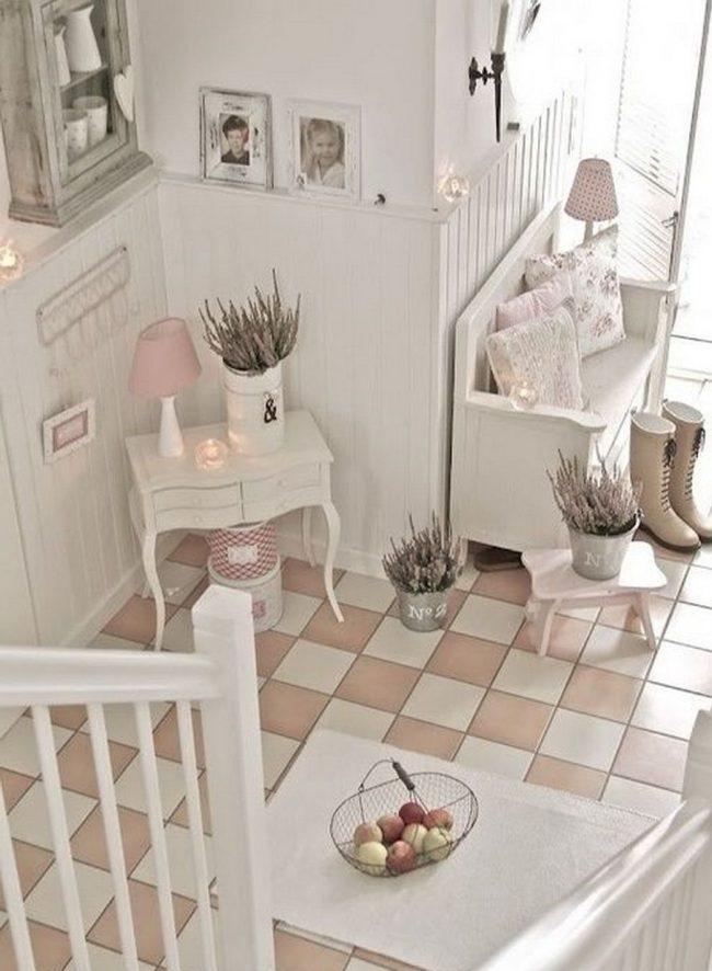 """Керамическая плитка """"шахматка"""" в белом и розовом цвете в прихожей """"прованс"""""""