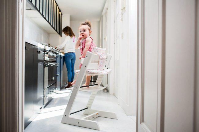 Растущий стул фиксирует положение ног даже самых маленьких деток
