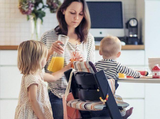 Комфортное положение ребенка на стуле-вырастайке обеспечивается за счет свободной трансформации