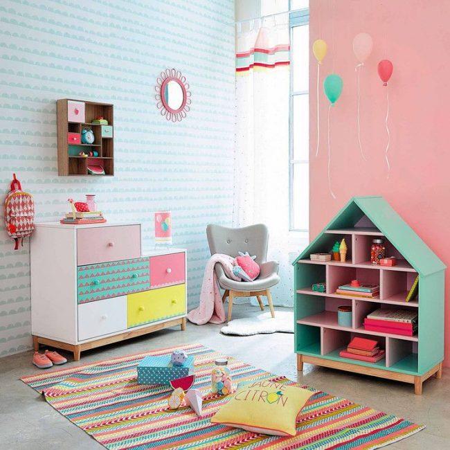 Шкаф для игрушек в форме домика