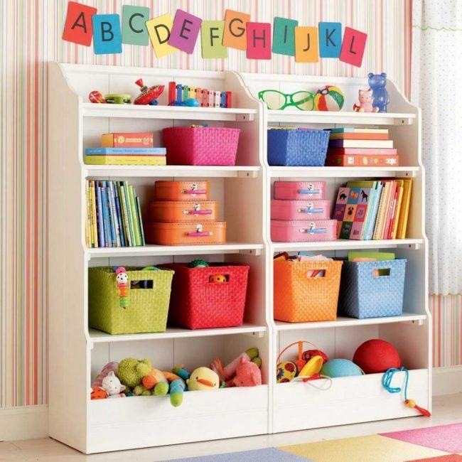 Разноцветный шкаф с множеством полок - отличный вариант для хранения игрушек, который удовлетворит и ребенка, и родителей