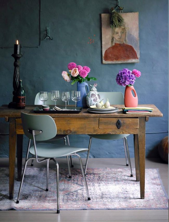 Оттенок джинса также охватывает широкий цветовой спектр, как яркий пример можем выделить приглушенный синий