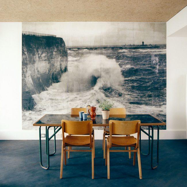 Завораживающие фотообои с изображением морской волны , станут главным акцентом на вашей кухне