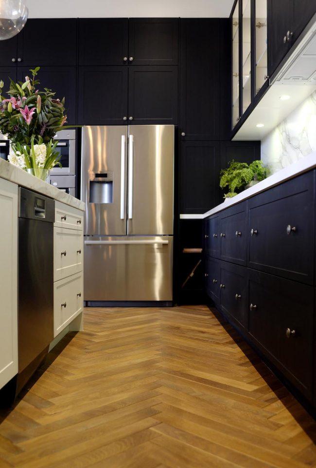 При выборе синего кухонного гарнитура лучше склонятся к оттенкам из теплой цветовой гаммы