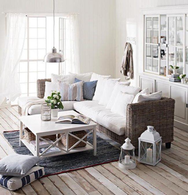 Потертый деревянный пол подчеркнет стиль гостиной комнаты