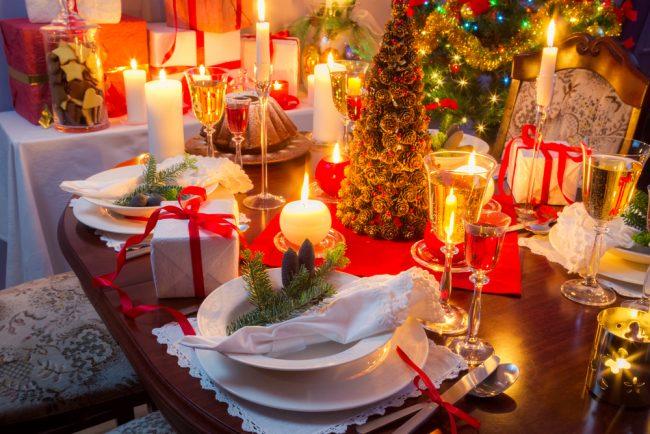 Как украсить стол на Новый год 2017: красивая и грамотная сервировка праздничного стола