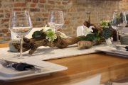 Фото 20 Идеи и советы от мастеров сервировки: как гармонично украсить стол на Новый год 2019