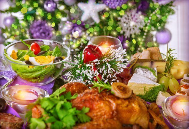 Вкусные блюда порадуют гостей, а так же символ наступающего года - Огненного Петуха