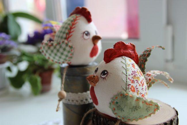 Маленькие цыплята, сшитые по технике кукол Тильда
