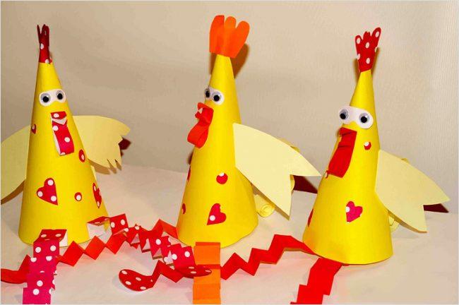 Самодельные бумажные петушки, сделанные своими руками порадуют деток и гостей