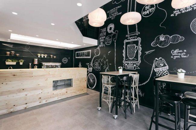Стильный и современный черно-белый дизайн небольшой кофейни