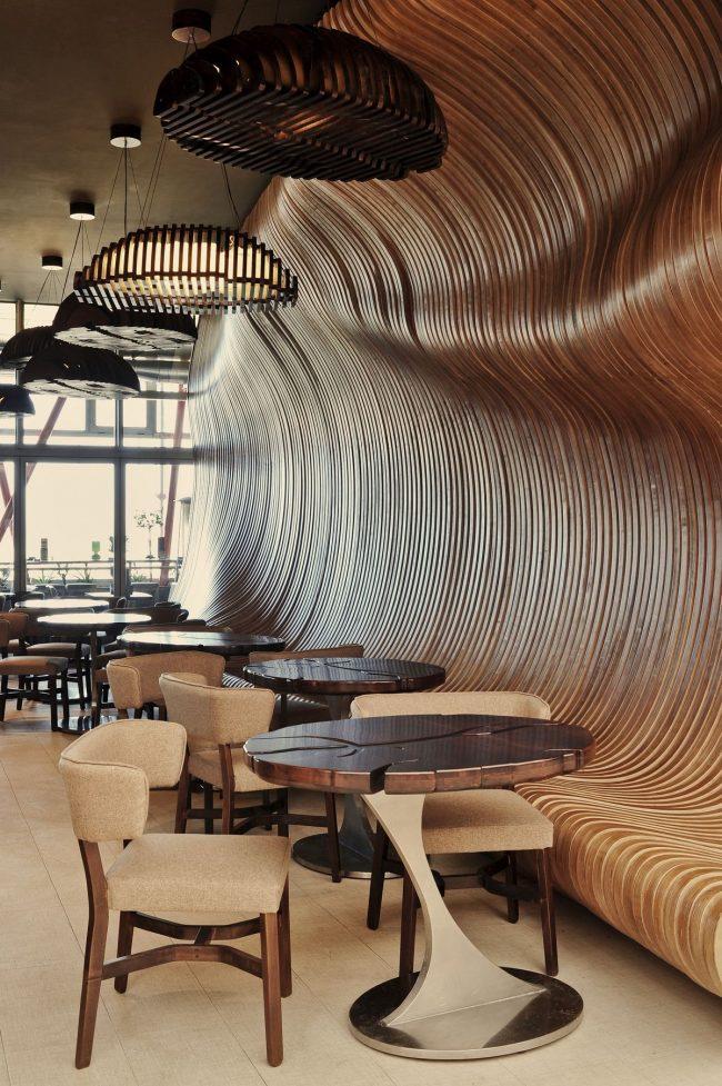 Роскошный деревянный интерьер кофейни не оставит вас равнодушным