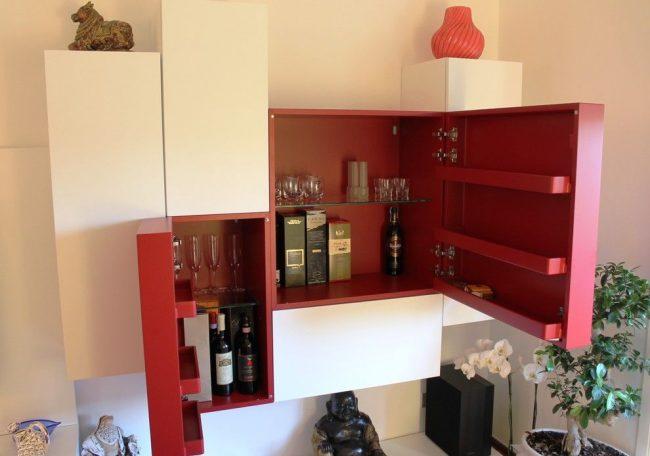 Домашний мини-бар для гостиной с интересным дизайном