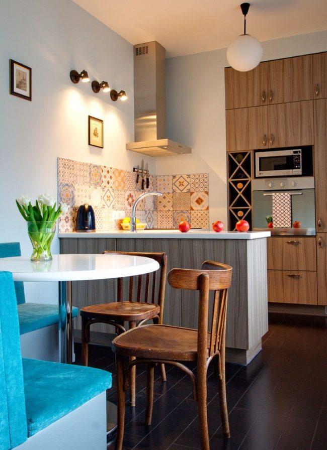 Закрытый мини-бар на небольшой кухне