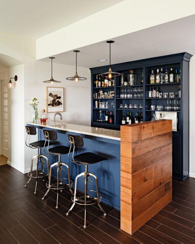 Домашний мини-бар в стиле лофт с барной стойкой