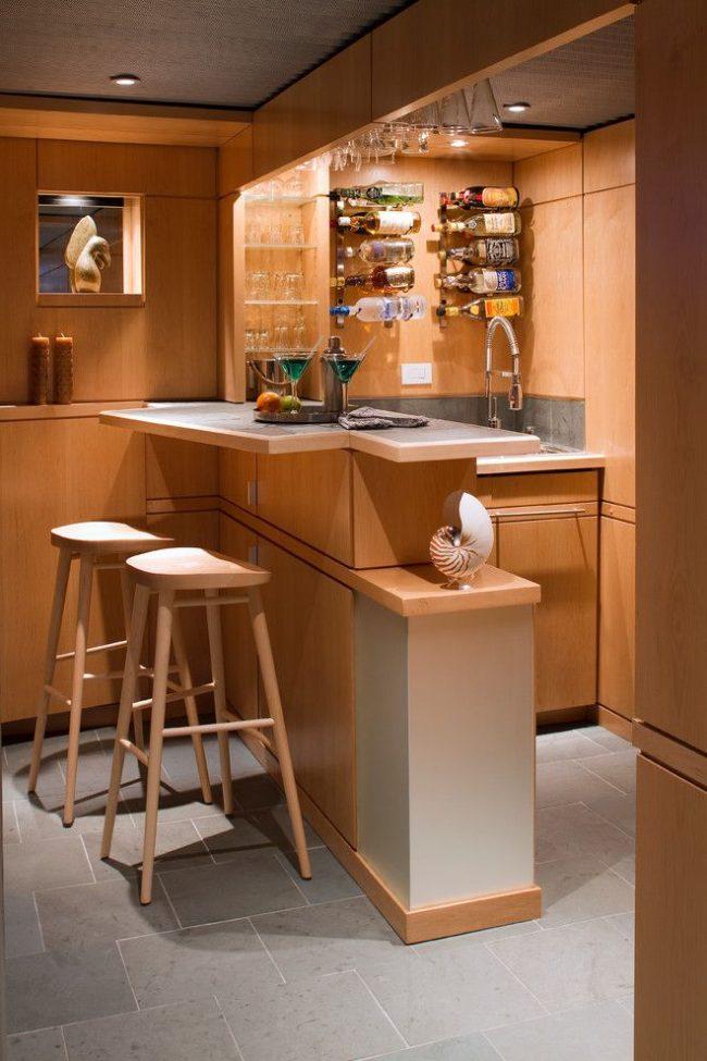 Удобный и функциональный мини-бар с барной стойкой