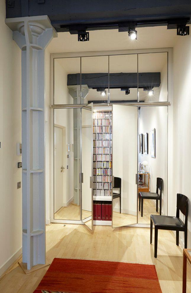 Металл и зеркальные двери в стиле лофт