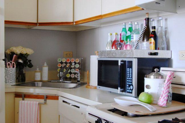 Хранение специй на кухне: небольшая подставка со специями не займет слишком много места на столе