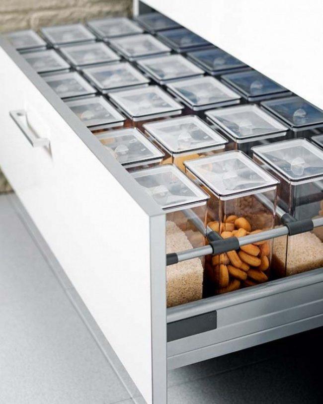 Большие удобные банки для специй и сыпучих в выдвижном ящике
