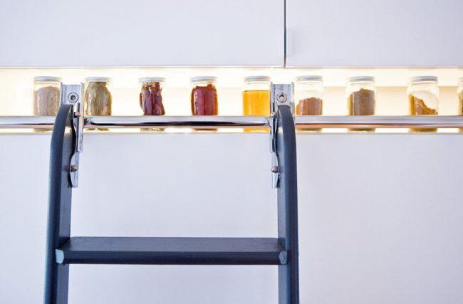 Стильный вариант хранения специй для современной кухни