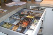 Фото 35 Хранение специй на кухне: 75+ функциональных идей для тех, кто привык к бескомпромиссному порядку