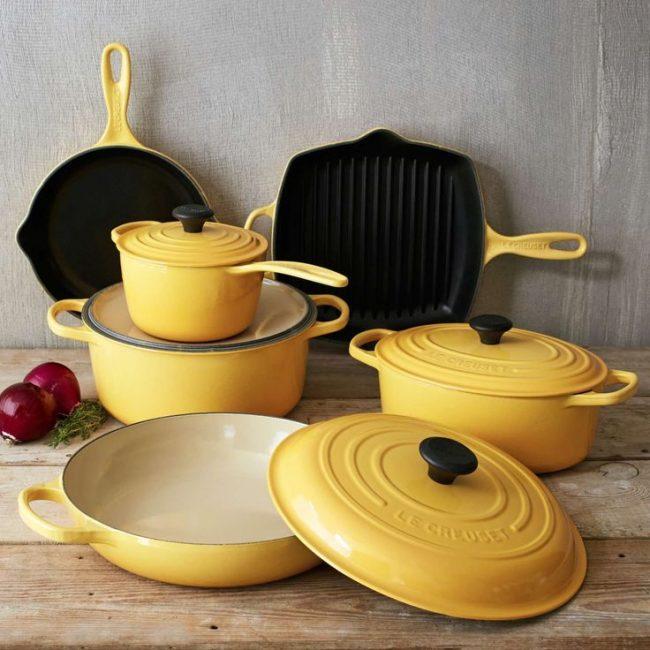 Яркая и чистая эмалированная посуда украсит любую кухню