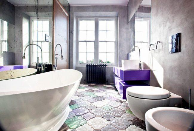 Как визуально увеличить комнату: и без того не маленькая ванная комната становится еще больше за счет обилия зеркал и света