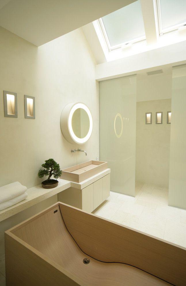 Карликовым деревом можно украсить даже ванную комнату