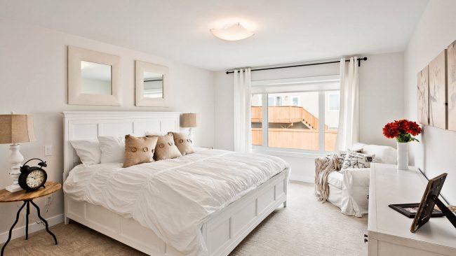 Прекрасная спальная комната в белом цвете