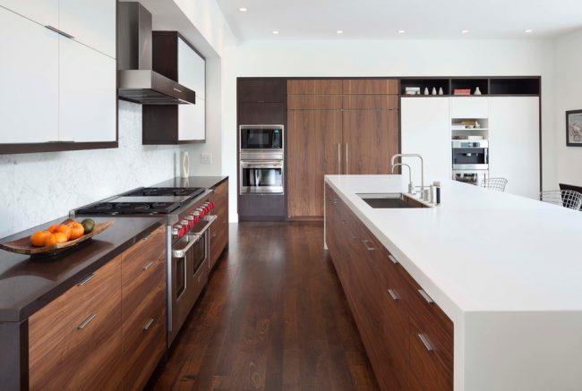 Современная кухня с контрастным дизайном
