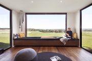 Фото 1 Подоконник-диван: 80 комфортных идей, которые способны преобразить любой интерьер