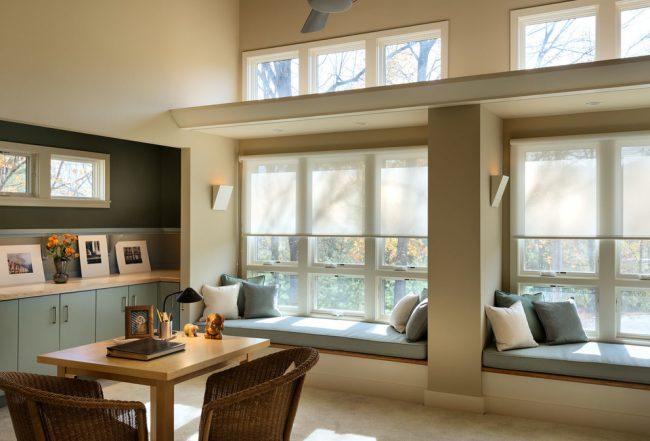 В последнее время подоконники все чаще превращаются в диваны, столы и другие элементы интерьера