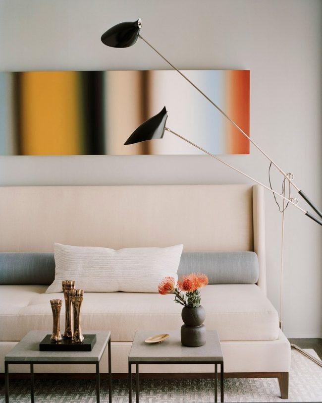 Интересный раскладной диван с высокой спинкой