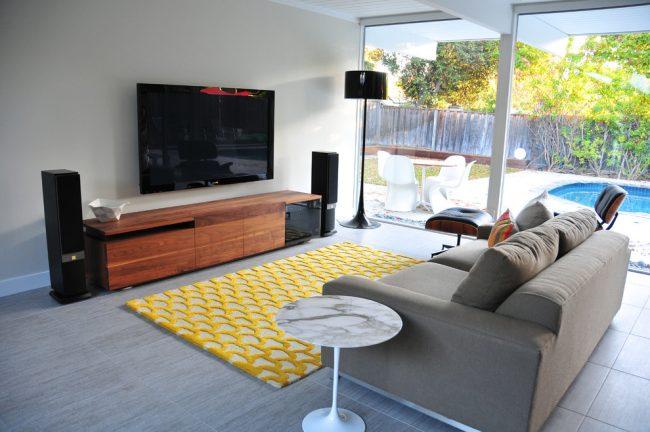 Раскладной диван обеспечивает нам комфортный отдых после трудового дня, а в условиях маленьких квартир он становится полноценным спальным местом