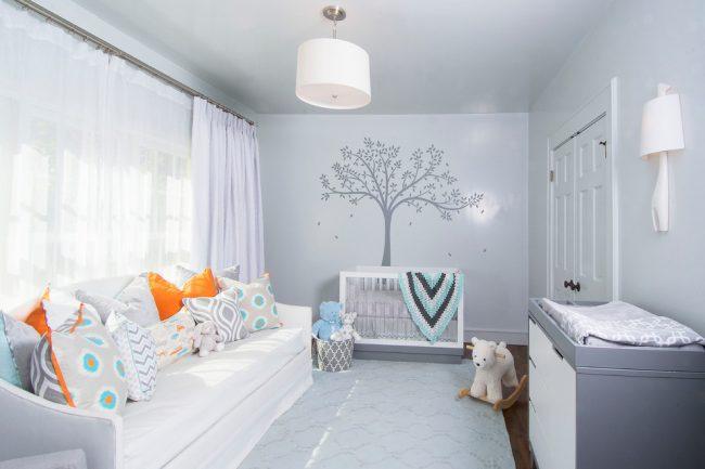 Уютная детская комната в светлых тонах